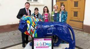Vier Mädchen aus Taunusstein und Aarbergen besuchten Marius Weiß am Girlsday