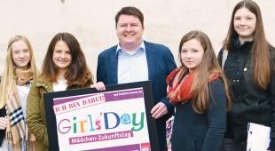Vier Mädchen aus dem Rheingau-Taunus-Kreis besuchten Marius Weiß am GirlsDay