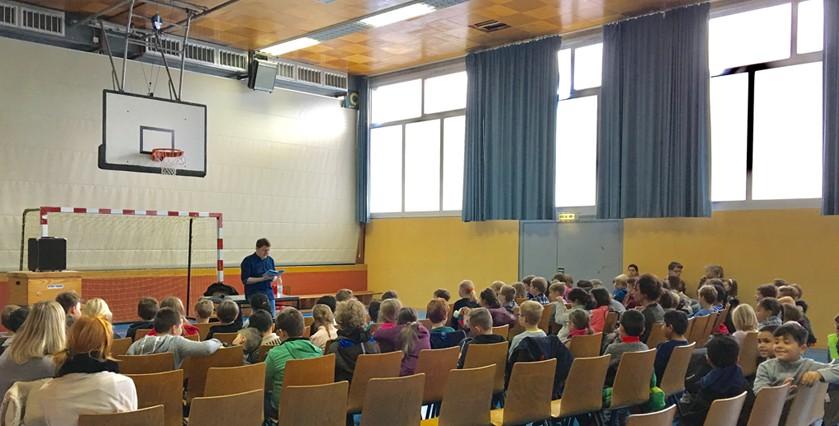 Marius Weiß MdL las am Vorlesetag an zwei Grundschulen in Taunusstein vor